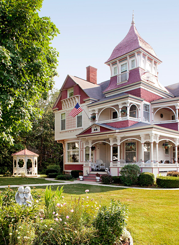 queen anne style home get the look architecture traditional home 21395