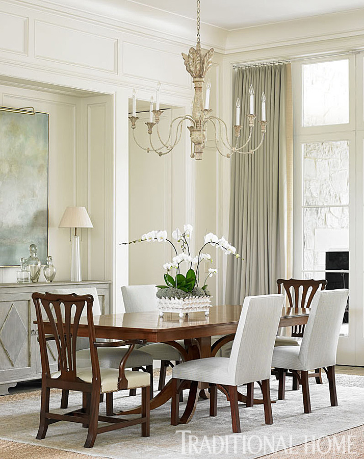 Interior design ideas photo gallery and inspiration from a dining room by Phoebe Howard. Swedish sideboard and English-style armchairs from John Rosselli mix with more contemporary upholstered side chairs—a surprisingly casual combination around a classic Rose Tarlow table. #interiordesign #diningroom #whitedecor #traditional #classic