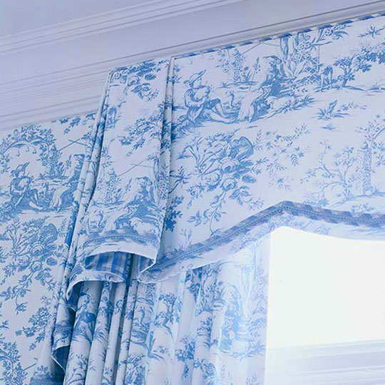 A Pale Blue On Crème Toile The Other Hand Is So Easy Eye That It Doesn T Feel Like Overkill To Continue At Windows This Drapery